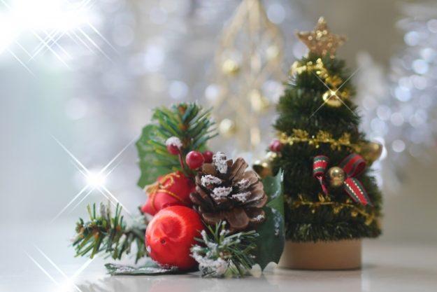 卓上でも飾れるミニクリスマスツリー
